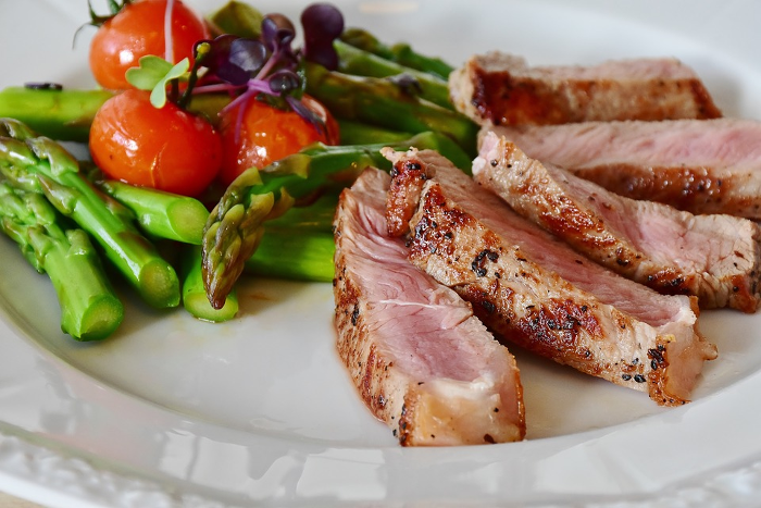 Healthy veal and asparagus meal